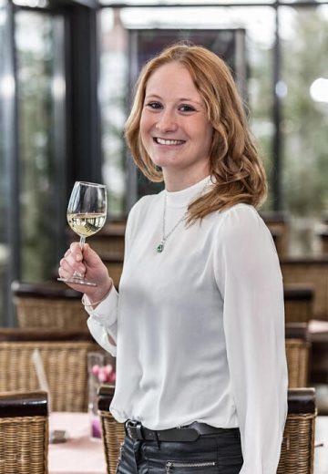 Laura-Sofie Dauenhauer-Fritz: Köchin, Sommelière & Bachelor Hotelmanagement. Betriebsleitung Hotel Franziskaner.