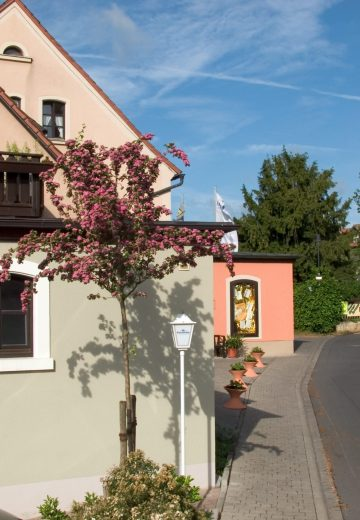 AKZENT Hotel Franziskaner Dettelbach Hotel Aussen Seitenansicht