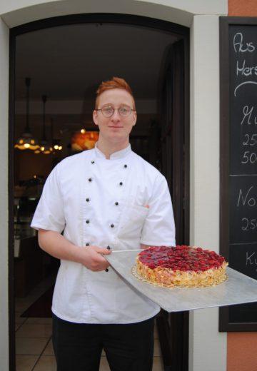 Kilian Dauenhauer: Konditor. Leitung der Konditorei im Café Kehl.